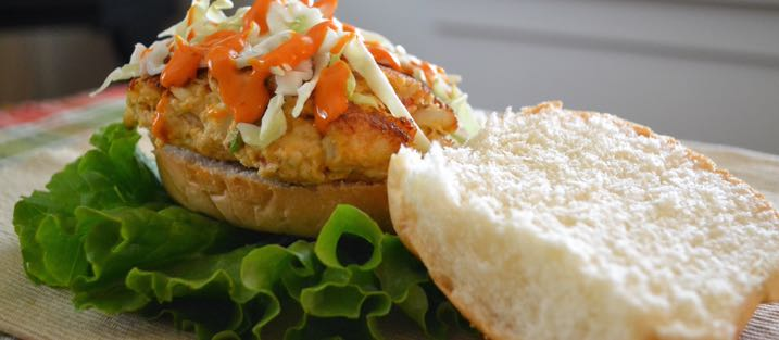 Recipe_CrabCakeSandwich_717x313